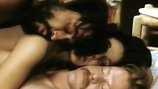 Les Obsedees 1977 (Hotwife, Dped, Threesome scenes)